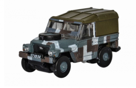 Oxford Diecast Land Rover Lightweight Berlin Scheme NLRL004