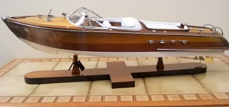 Authentic Models Aquarama Riva Runabout AS182