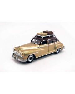 Oxford Diecast Desoto Suburban 1946 Rhythm Brown/Trumpet Gold | 87DS46003